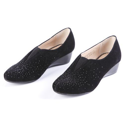 Туфли женские украшенные стразами и эластичной вставкой на мысу