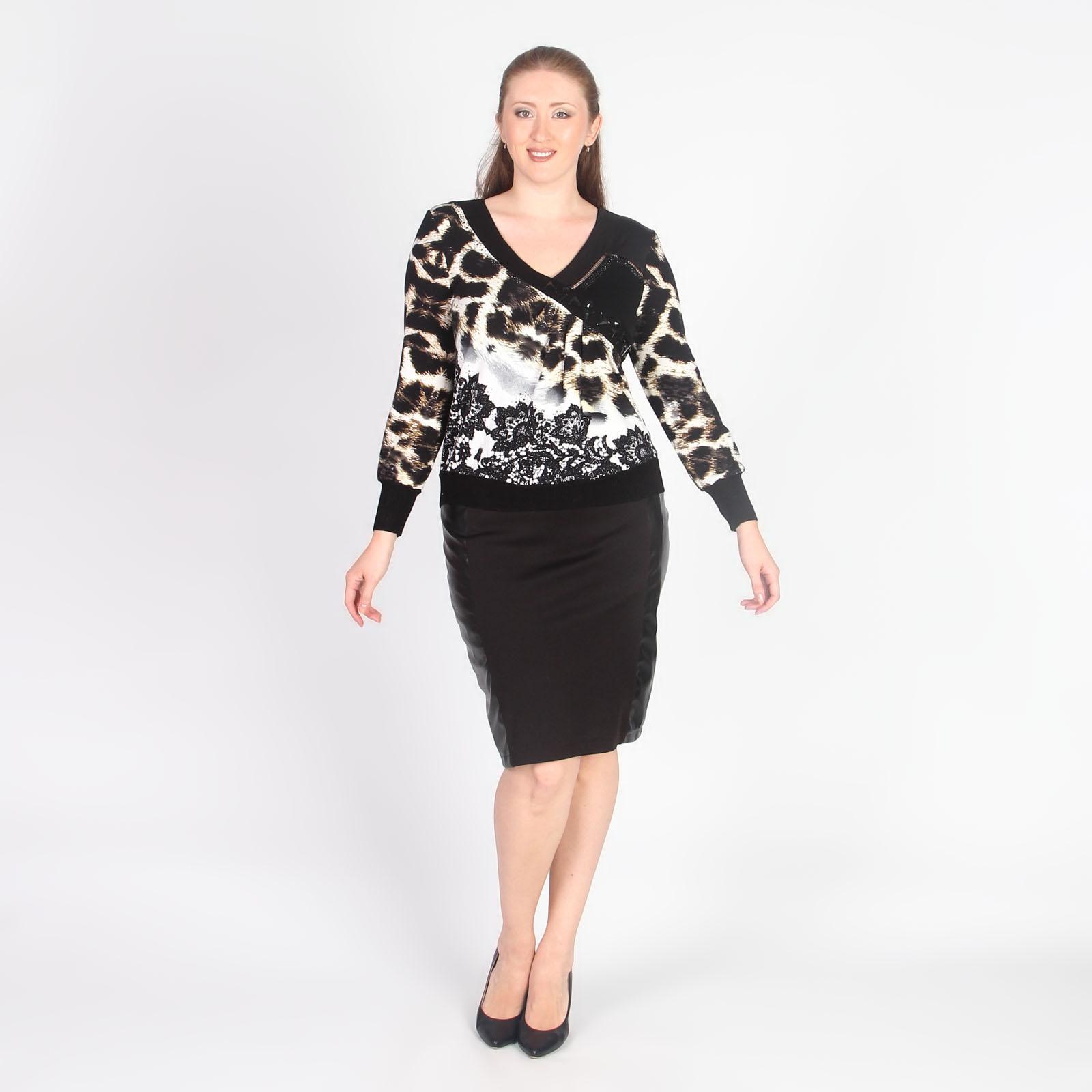 Блуза со стразами и декоративными элементами