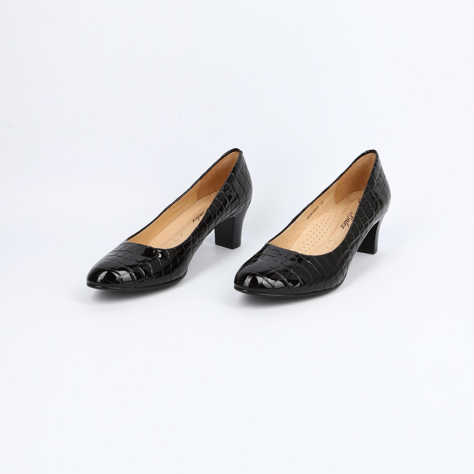 Женские туфли с тиснением под рептилию