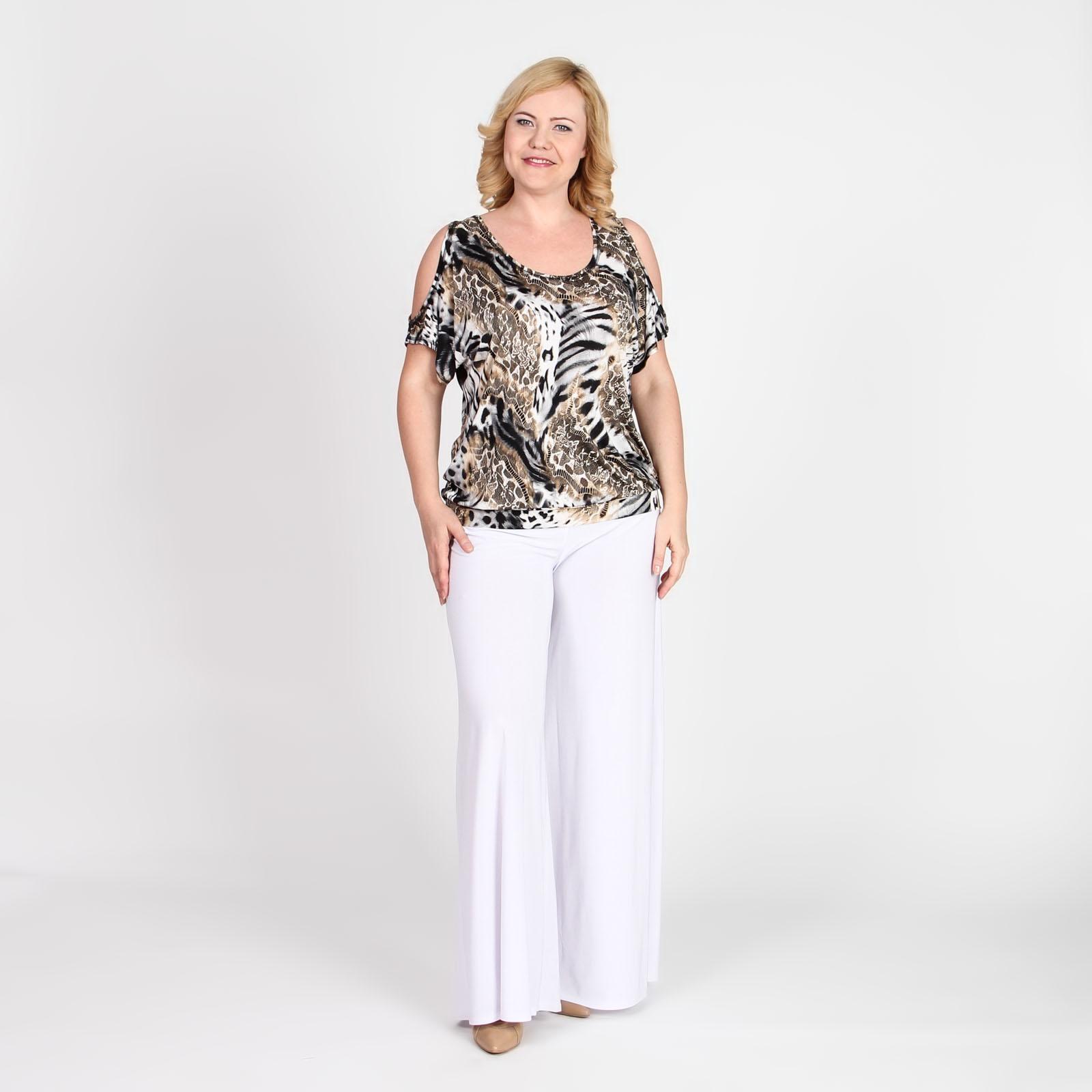 Блуза свободного кроя с декоративным вырезом на рукаве