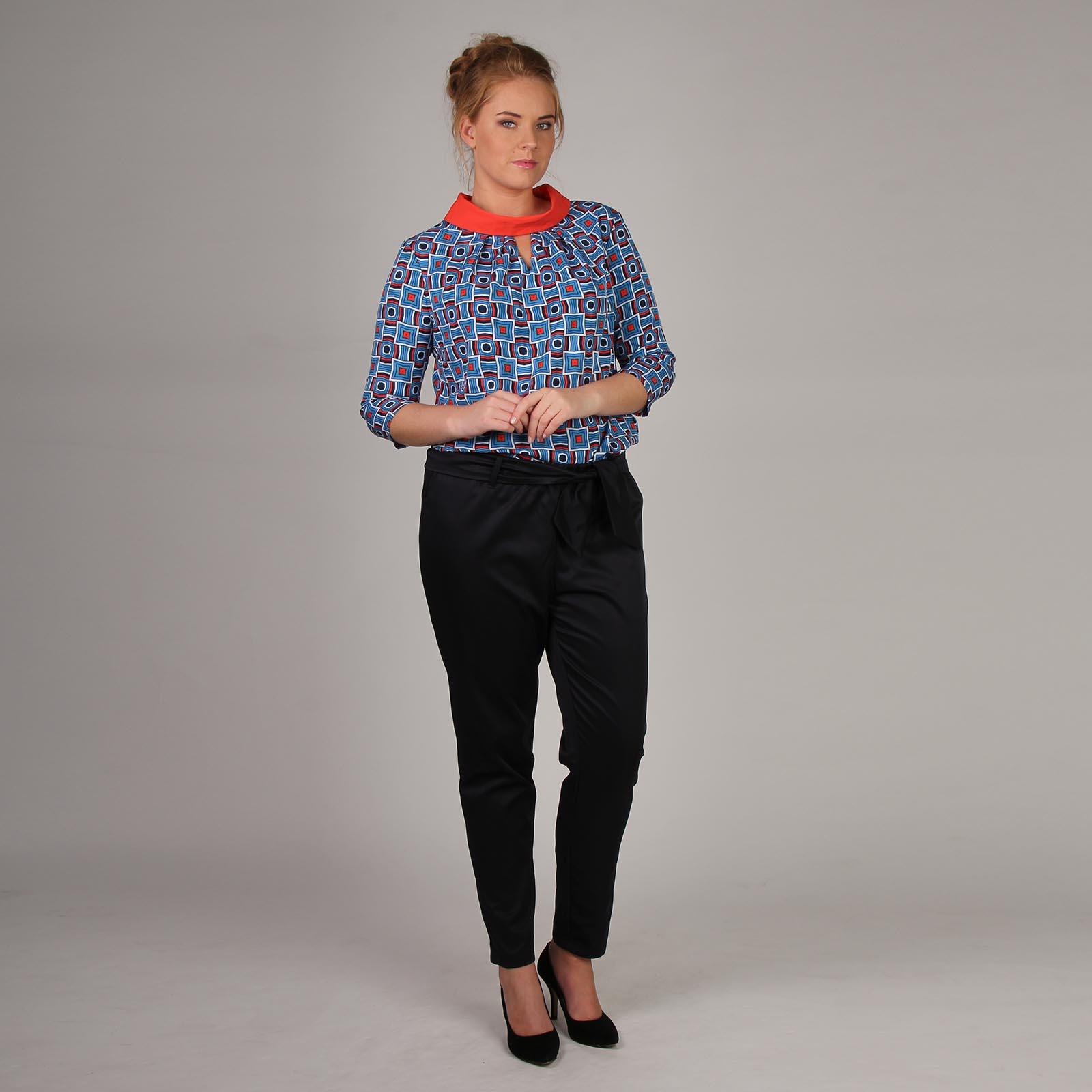 Блуза с геометрическим принтом и отложным воротником