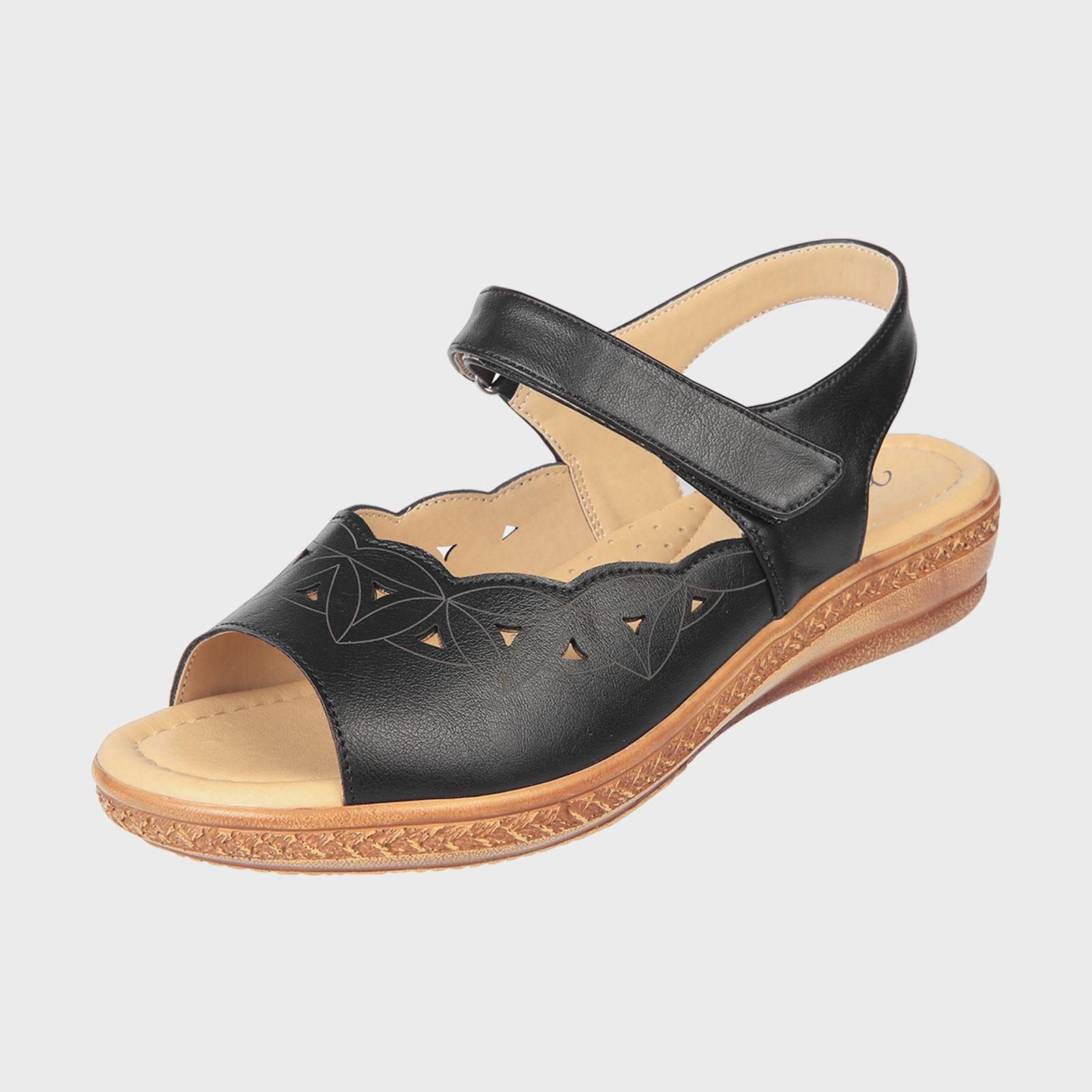 Женские сандалии с декоративной перфорацией