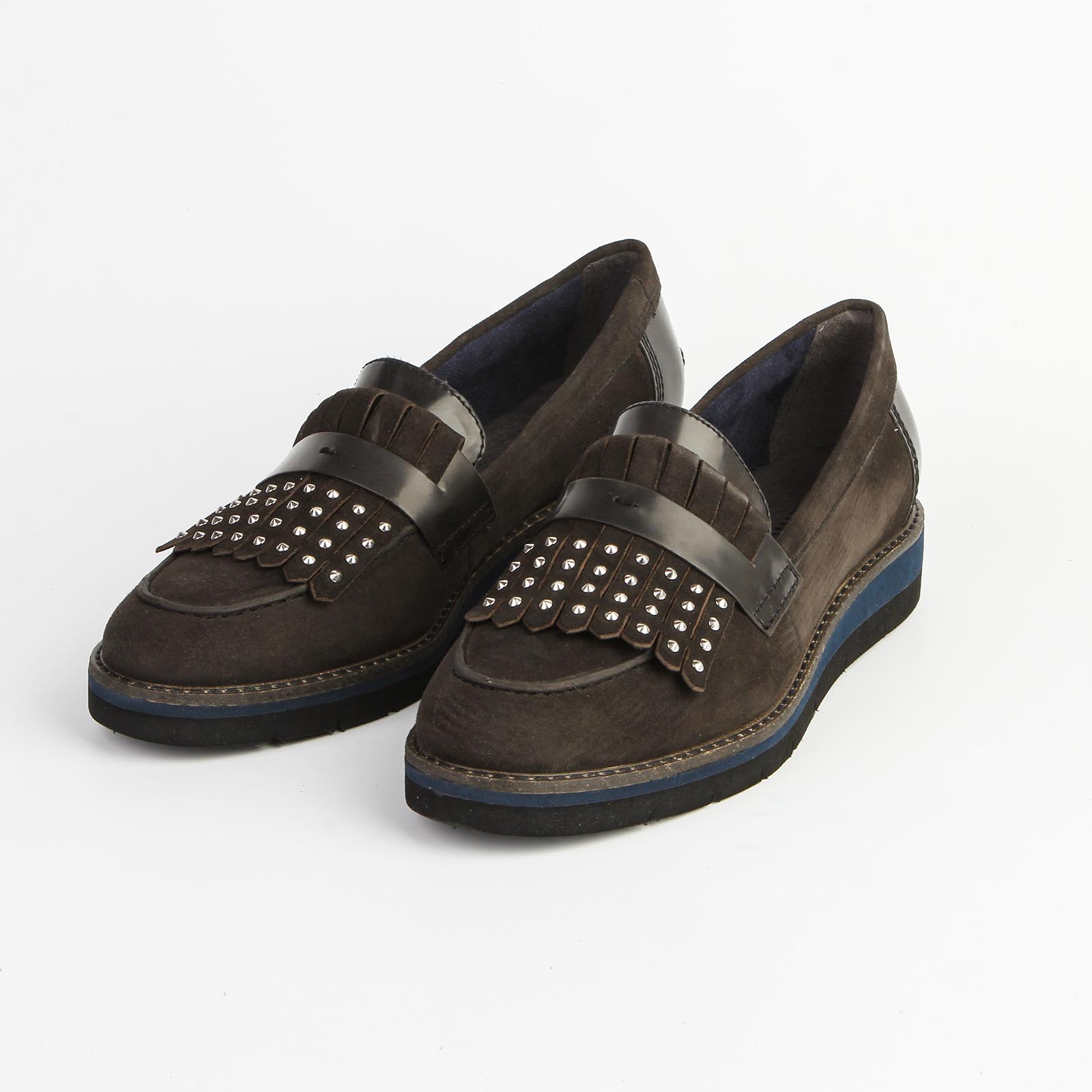 Туфли женские с заклепками