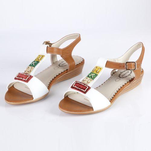Женские сандалии украшенные разноцветными элементами