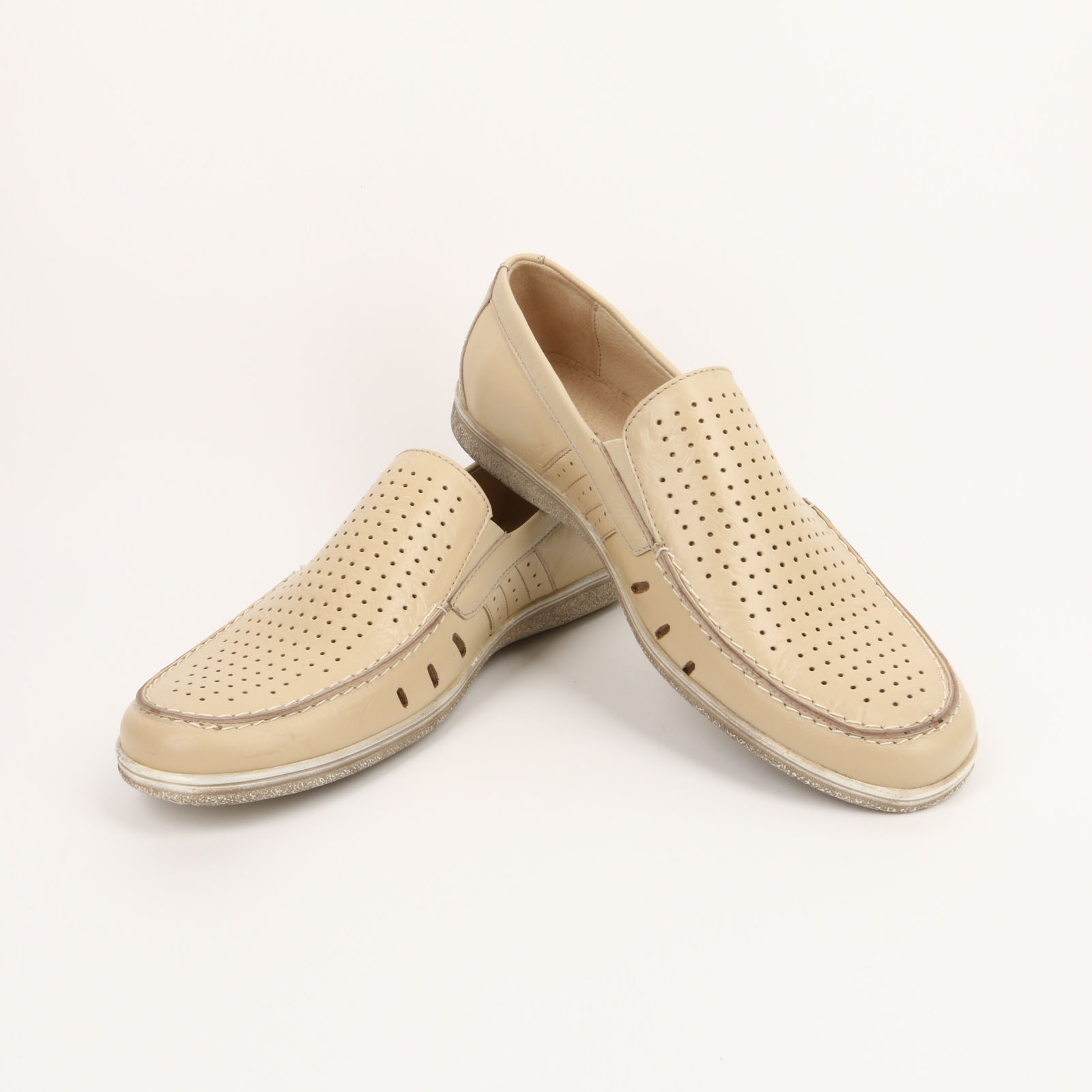 Туфли с круглой перфорацией и вырезами