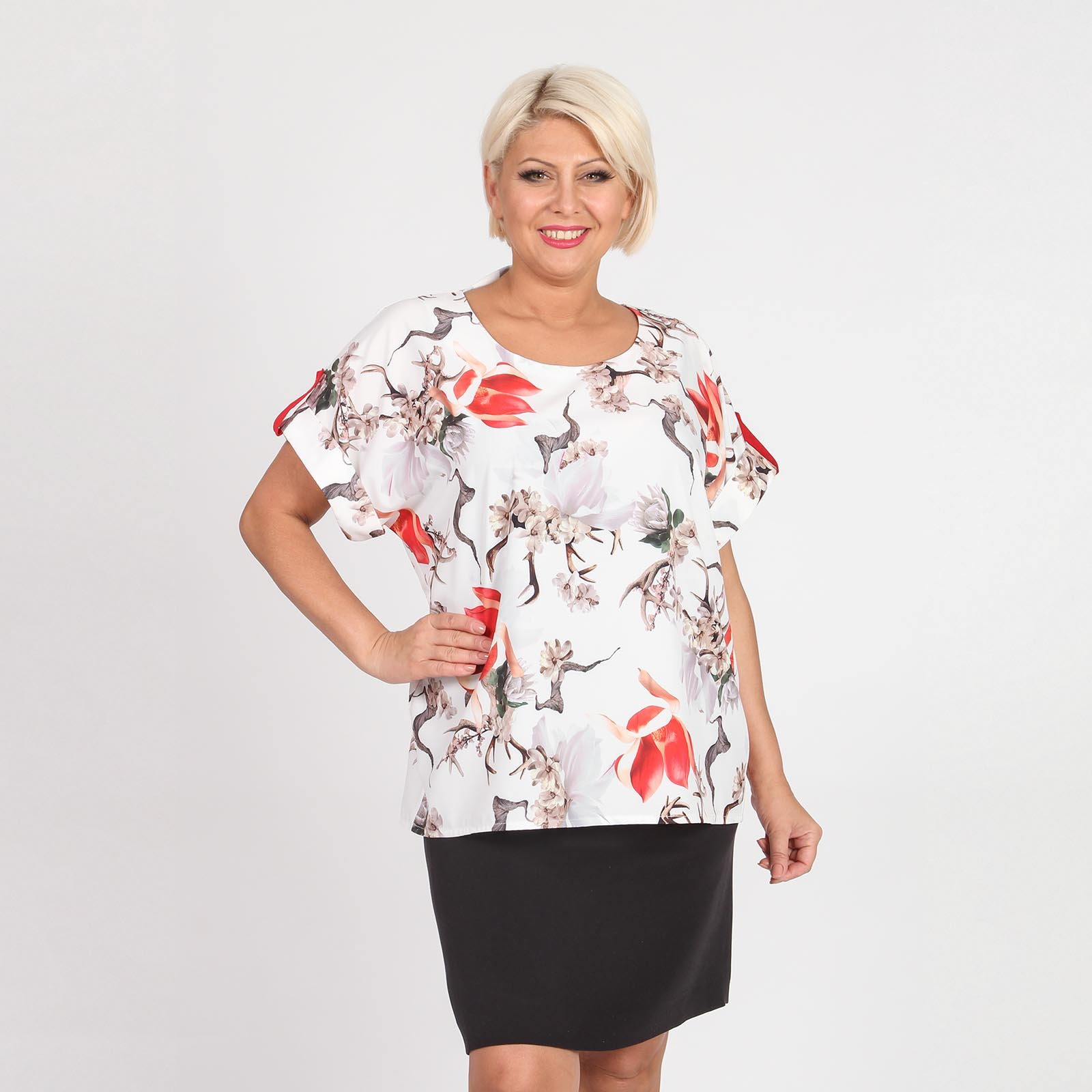 Блуза прямого кроя с декоративными патами