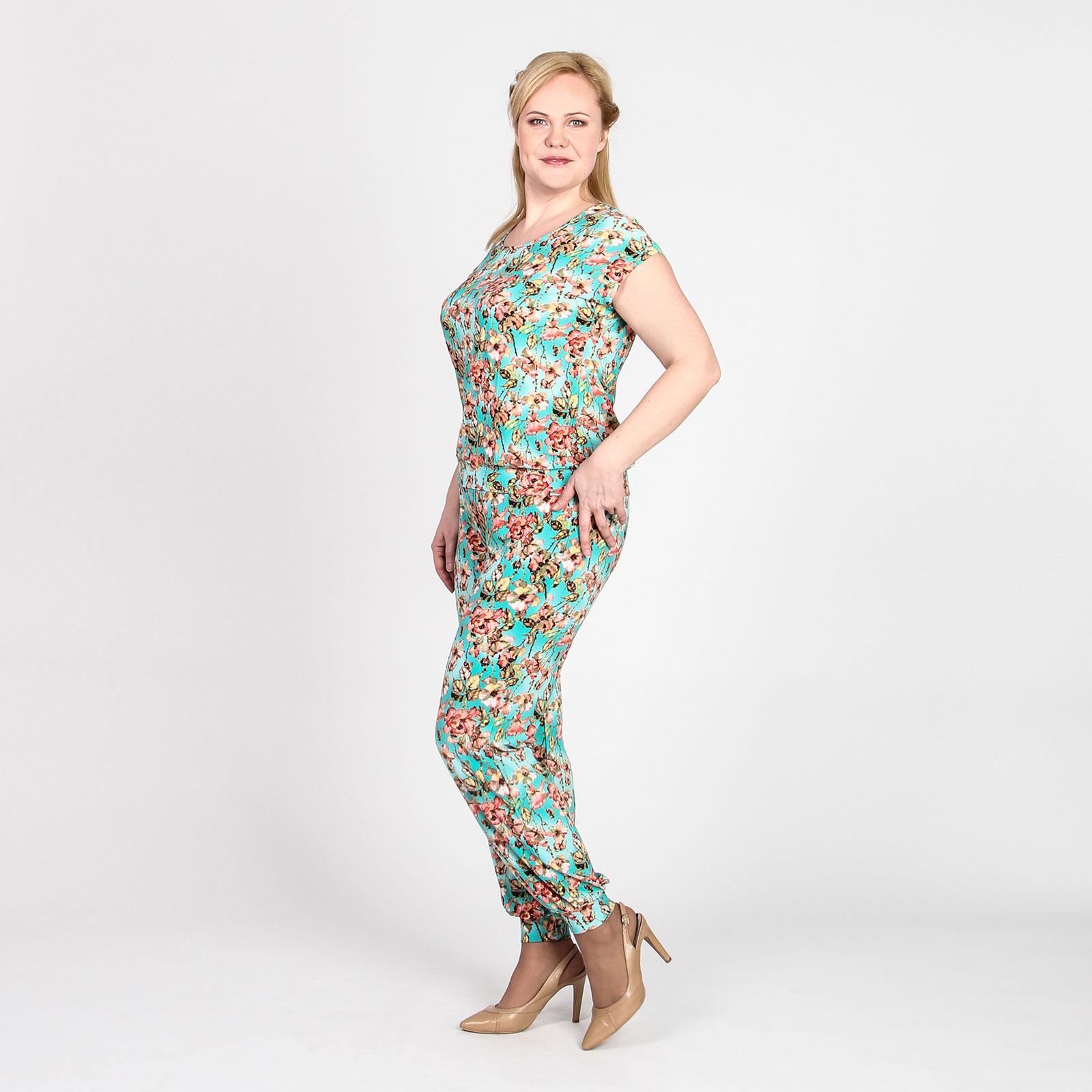 Комплект: блуза и брюки с актуальным цветочным принтом
