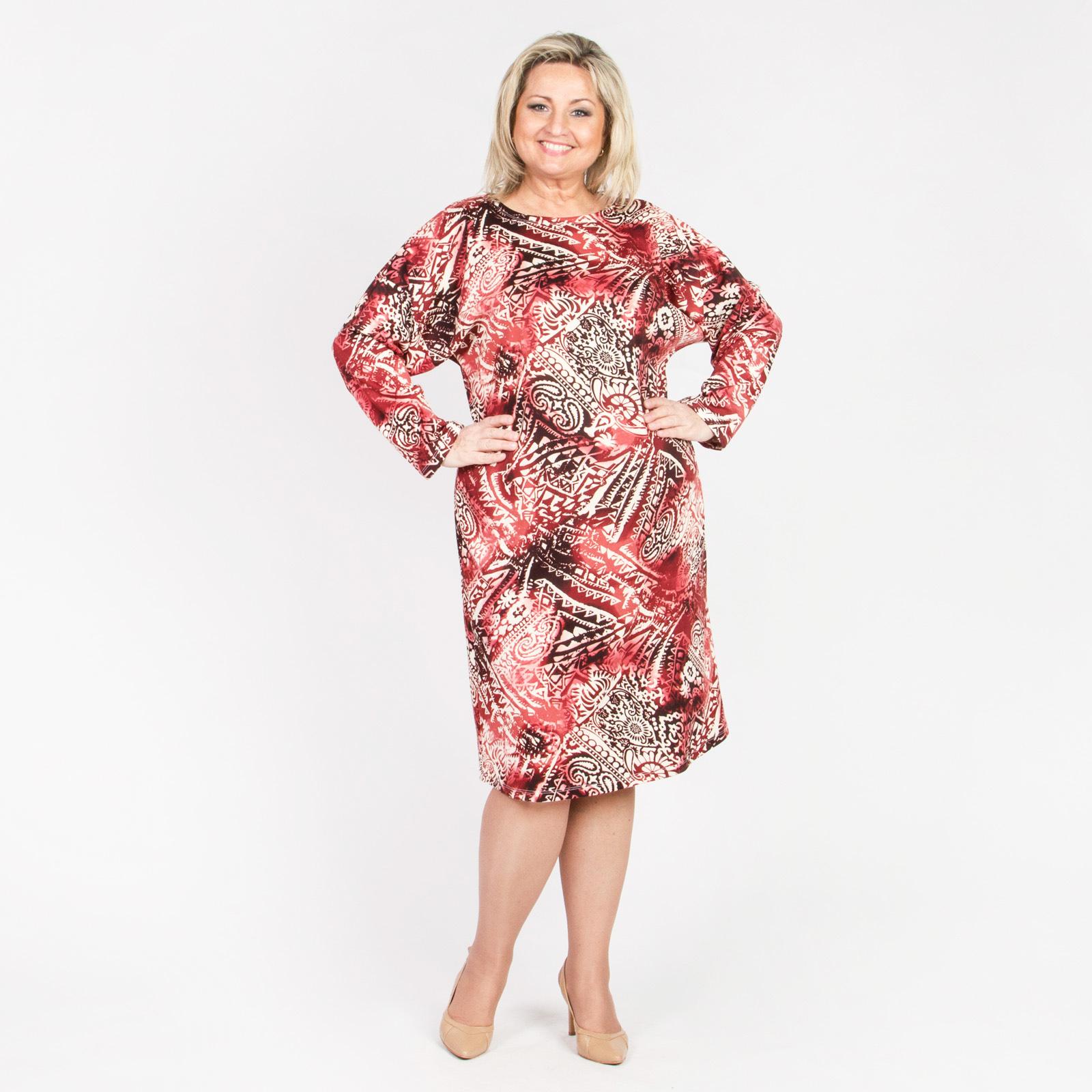 Платье прямого кроя с оригинальным ярким принтом