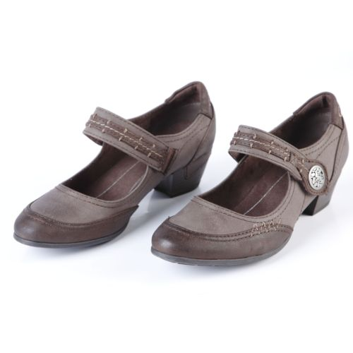 Туфли женские на каблуке с ремешком и фурнитурой
