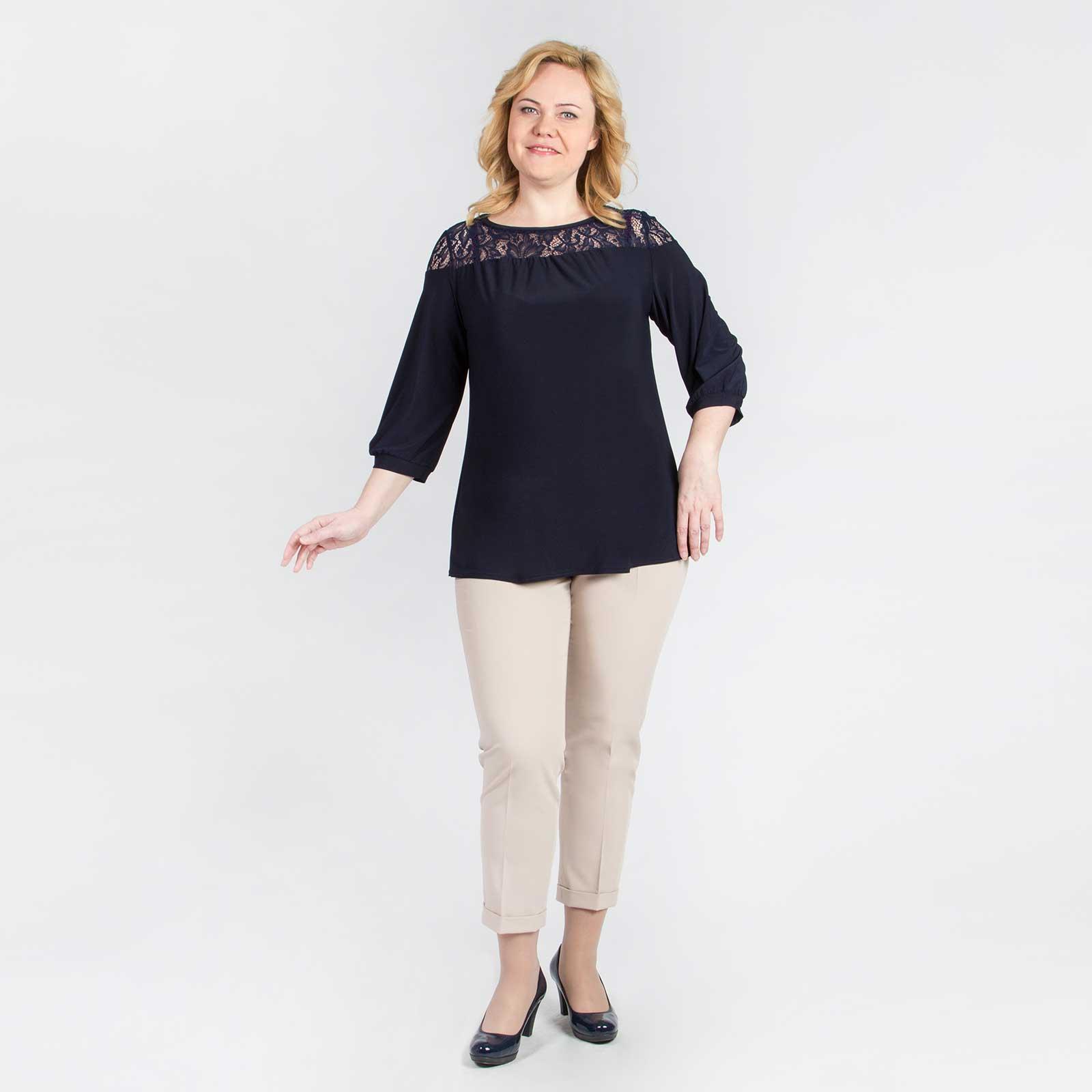 Блуза прямого кроя с гипюровой кокеткой