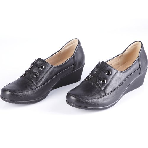 Туфли женские на танкетке со шнуровкой