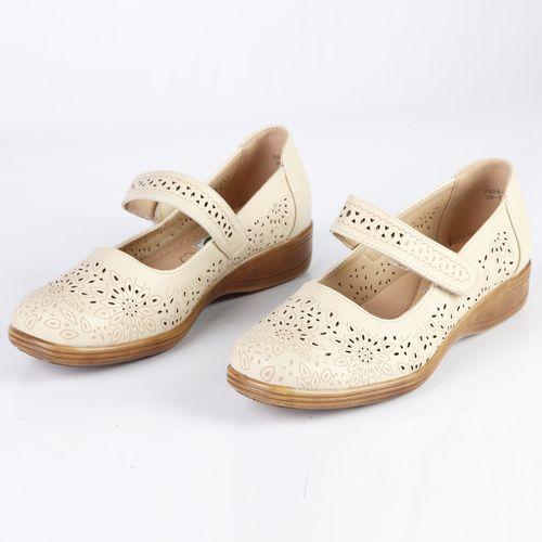 Женские туфли украшенные узорной перфорацией на ремешке